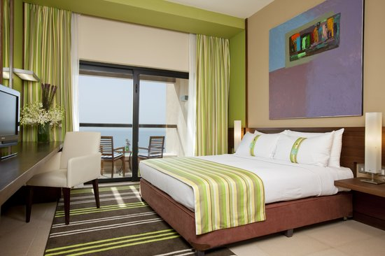 Holiday Inn Resort Dead Sea: King Size Bedroom
