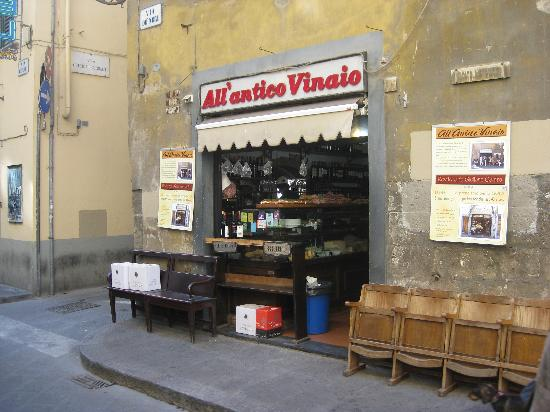 All' Antico Vinaio: Calm before the storm at 11AM