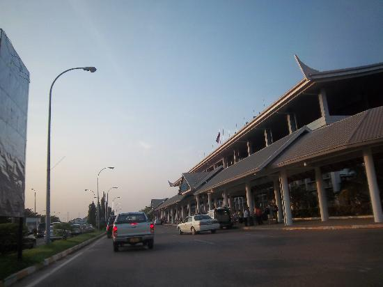 New Lao Silk Hotel: airport to center USD 7.00, but you can find tuc tuc