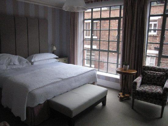 The Soho Hotel: Hotel room