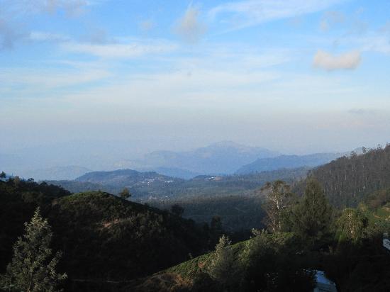 Heritance Tea Factory: Blick in die Ferne von der Terrasse