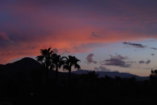 Hyatt Regency Indian Wells Resort & Spa: Evening view