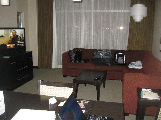 Staybridge Suites Las Vegas: Dining and Living Room