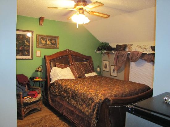 Dream Horse Guesthouse: Dream Horse Sleigh Bed room