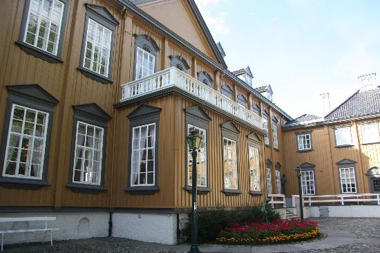 Stiftsgarden : Go inside and enjoy a guided tour if you have the possibility