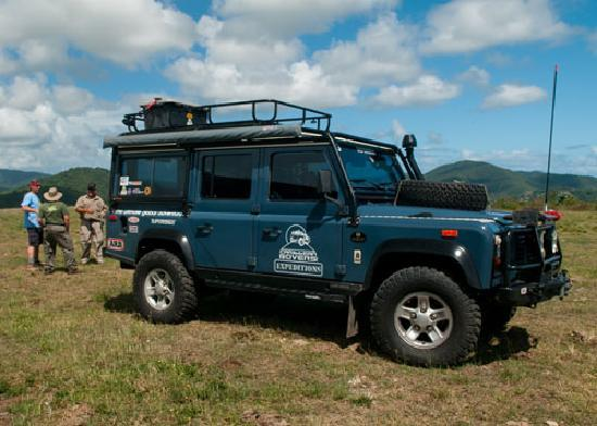 our land rover defender 110 looking good on the trail foto de caribbean rovers expeditions. Black Bedroom Furniture Sets. Home Design Ideas