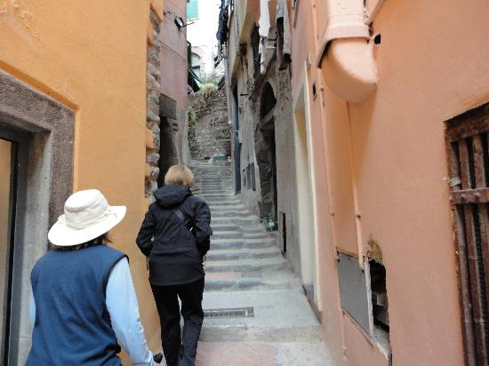 Vernazza Rooms: part of the walk-up