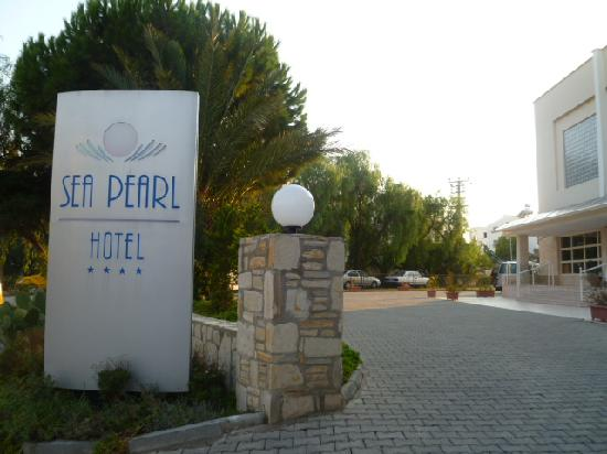 Sea Pearl Hotel: Hotel front