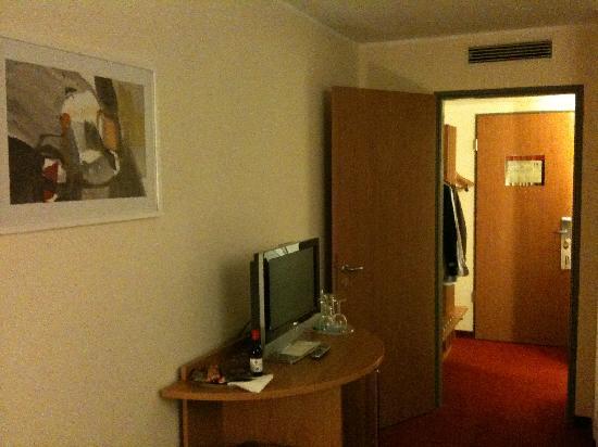 NH Berlin Potsdam Conference Center: Eingangsbereich Zimmer