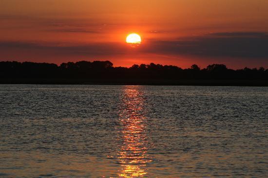 Sweetgrass Restaurant: Sunset from the Dataw Island Marina