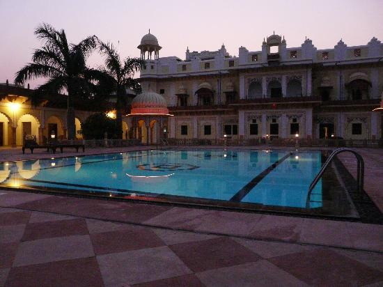Laxmi Niwas Palace: swimming pool