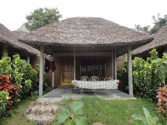 Shanthi Guesthouse: Hüttchen von aussen