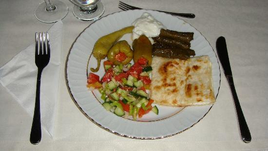 Aravan Evi Restaurant : 量もたくさん。お皿に取分けた写真です。