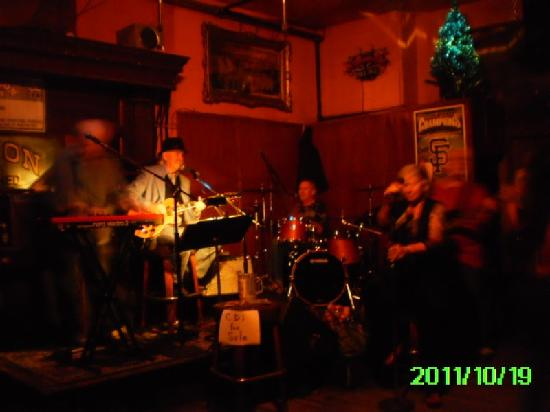 The Saloon : Lisa Kindred Band