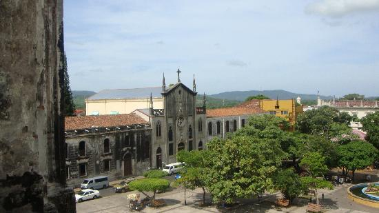 Julio Tours Nicaragua - Day Tours: Leon's Central plaza