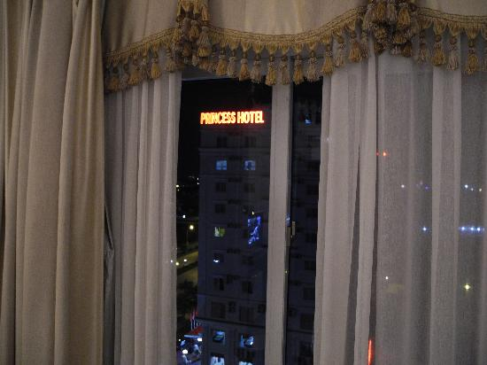 Hôtel Sea Stars : Neon nightlight that shown through room all night