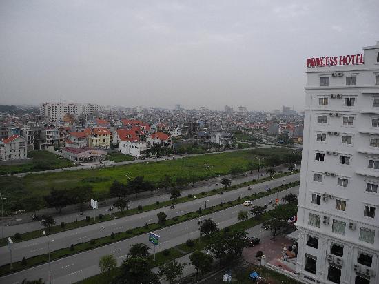 Hôtel Sea Stars : Loud, busy highway immediately next door