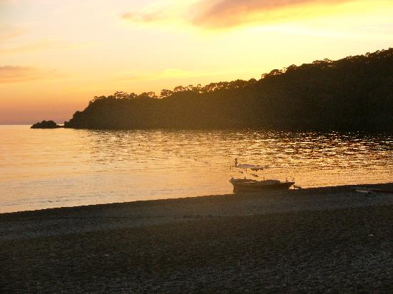 Alize Hotel: Sunset on Oludeniz beach