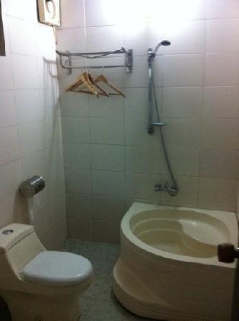 Baño habitación Doble West Lily Hotel Yangshuo