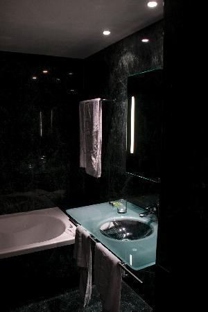 AC Hotel Zamora: El cuarto de baño