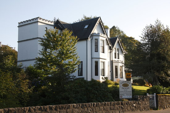 Ashburn House De Luxe Bed and Breakfast : Ashburn House - evening sunshine