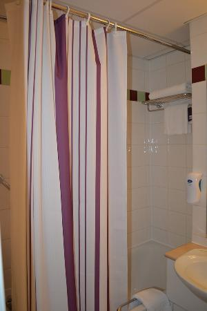 Premier Inn Glasgow City Centre (Argyle Street) Hotel: Shower