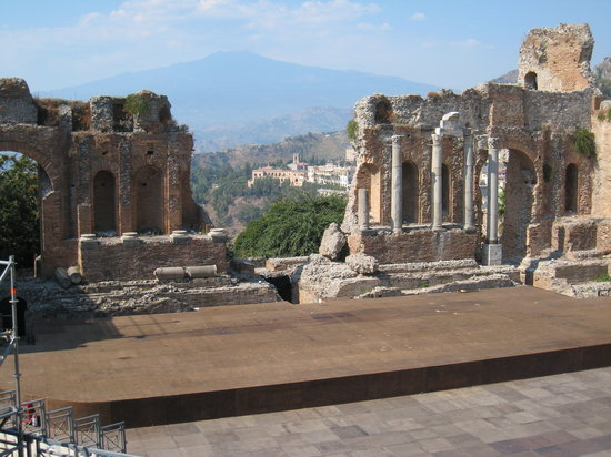 Taormina, Italia: Teatro Greco with Mt. Etna
