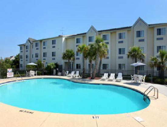 Microtel Inn & Suites by Wyndham Carolina Beach: Pool