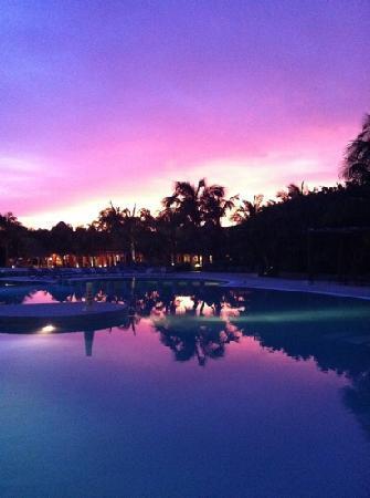 Catalonia Playa Maroma: puesta de sol en la piscina