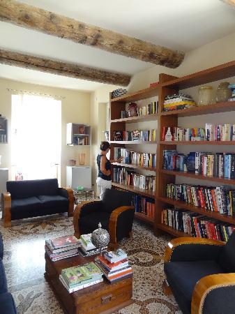 Villa Rosmarino : library