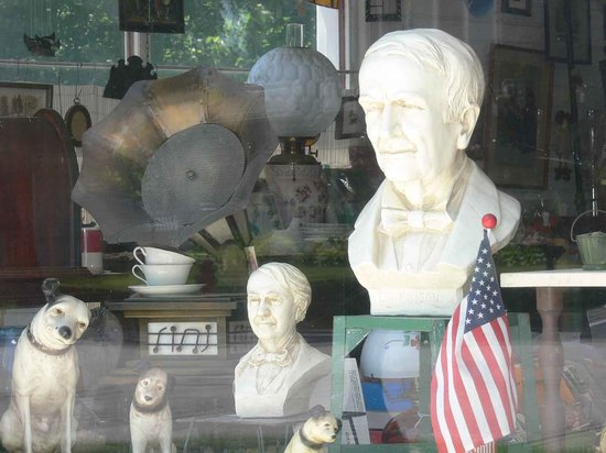 Milan, OH: Window display - Thomas Edison busts