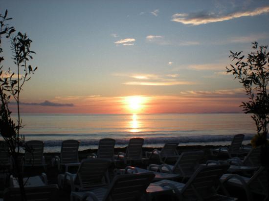 أتلانتيك هوليداي كلوب: coucher de soleil sur la plage