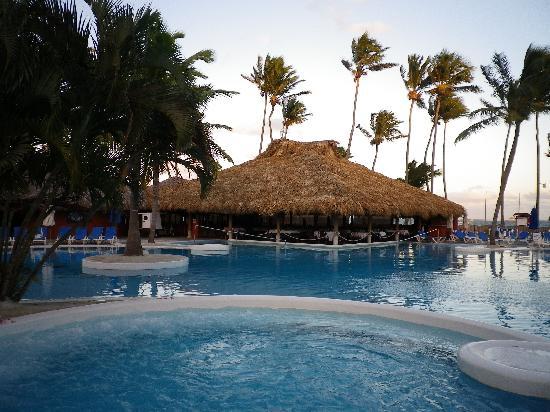Natura Park Beach - EcoResort & Spa: La piscine qui est située sur le bord de la plage