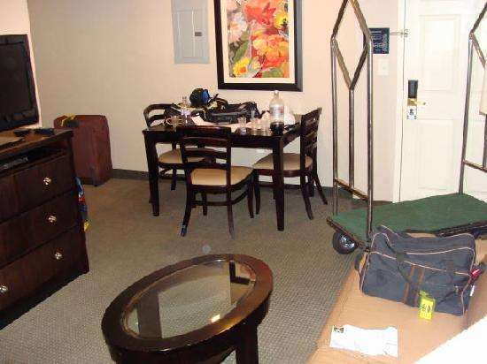 Homewood Suites Alexandria: main room and dinning table