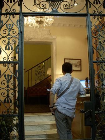 La Lumiere di Piazza di Spagna: hotel entrance