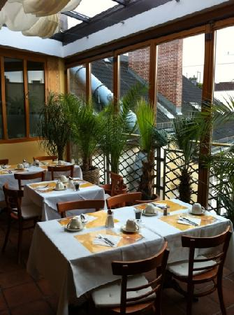 SensCity Hotel Albergo: the best part of our stay is the breakfast room & good food selection
