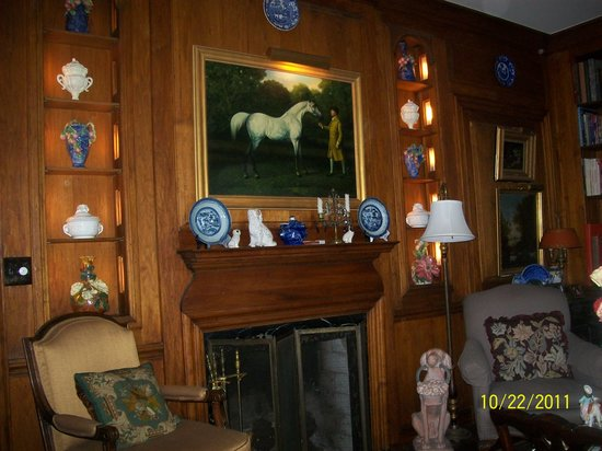 Greencrest Manor : Library(our favorite room)