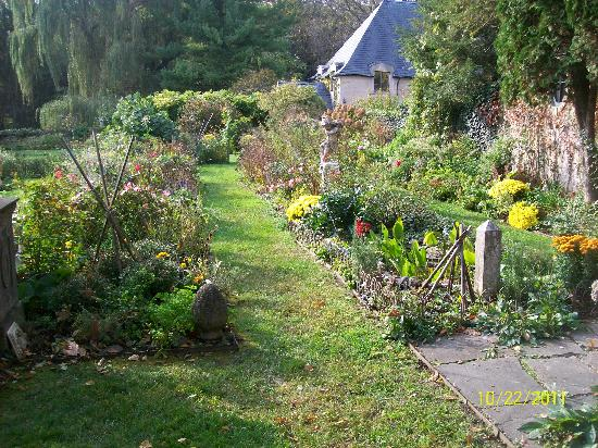 Greencrest Manor : gardens