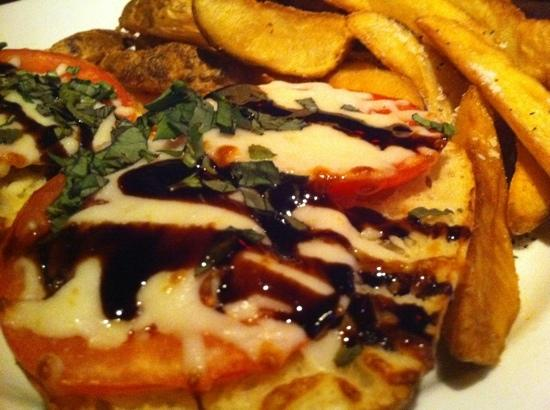 Broadway Grille: Caprese w/Potato Wedges