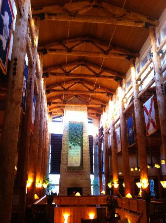 Lied Lodge & Conference Center: Lobby of the lodge