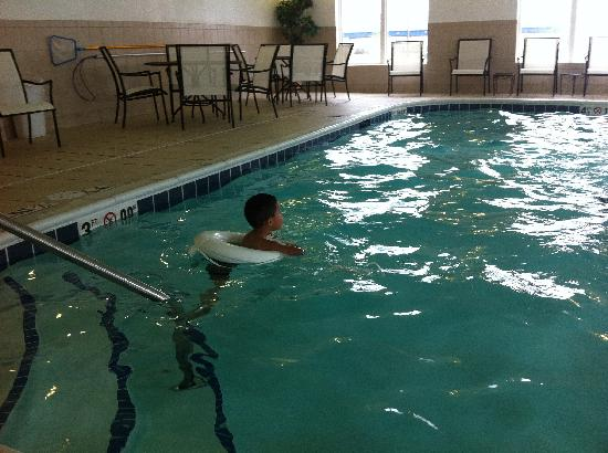 Holiday Inn Express Hotel & Suites: Pool area