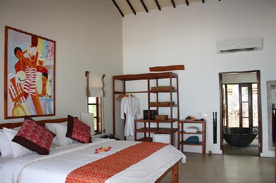 Cocotinos Sekotong, Boutique Beach Resort & Spa: our room - water edge villa