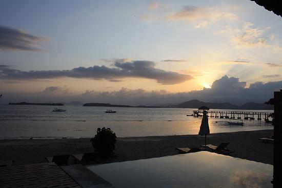 Desa Sekotong Barat, Indonesia: sunrise from room