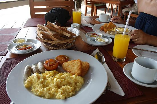 Cocotinos Sekotong, Boutique Beach Resort & Spa: breakfast