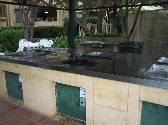 Abbey Beach Resort: BBQ area very clean