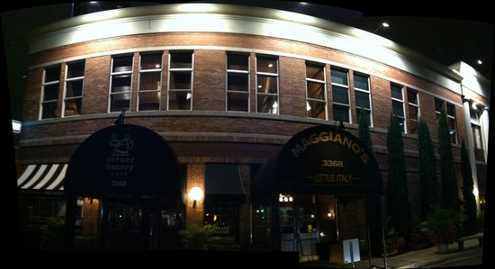 Maggiano's Little Italy: Nice Building