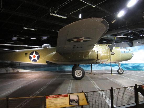 เฟรเดอริคเบิร์ก, เท็กซัส: A B-25 Mitchell leaves for Japan .. ..