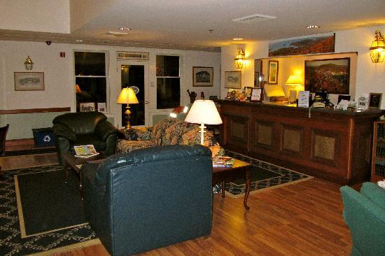 Camden Riverhouse Hotel and Inns: Reception Area