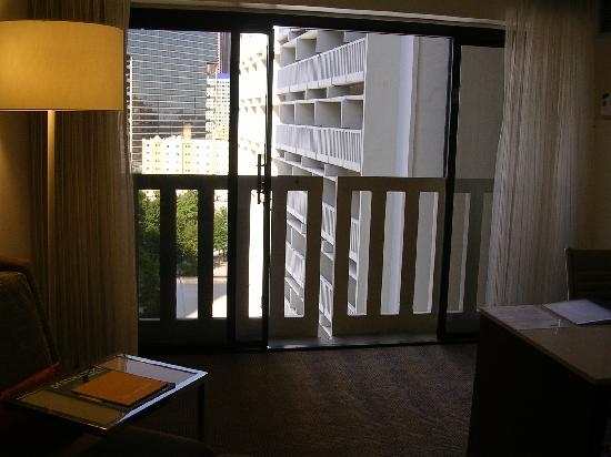 Hyatt Regency Atlanta: Patio Doors Opening To City View