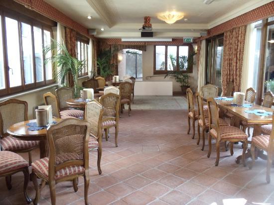 Adler Cavalieri: Dining room